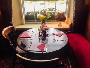 Fox & Goose Coombe Bissett Table Set